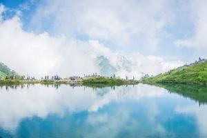 鏡写しの湖